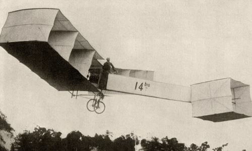primer vuelo a motor en Paris