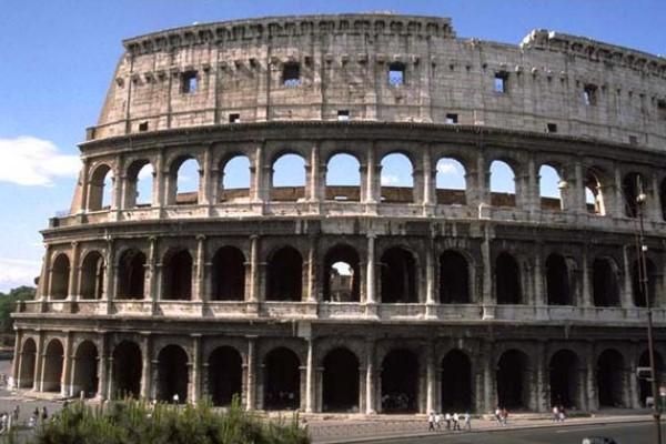 cómo es el coliseo Roma