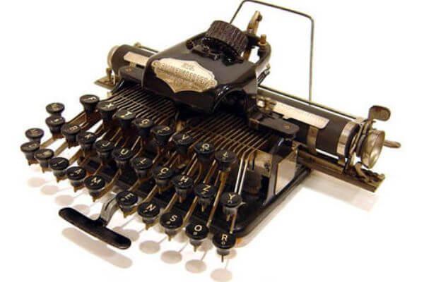 en que año se inventó la máquina de escribir