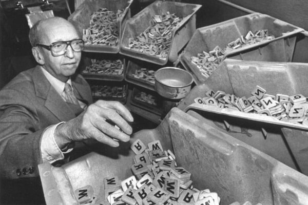 El inventor del Scrable es Alfred Butts