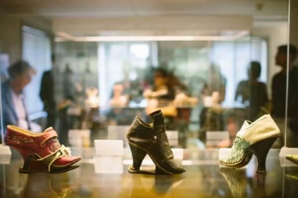 reseña histórica de los zapatos de tacón