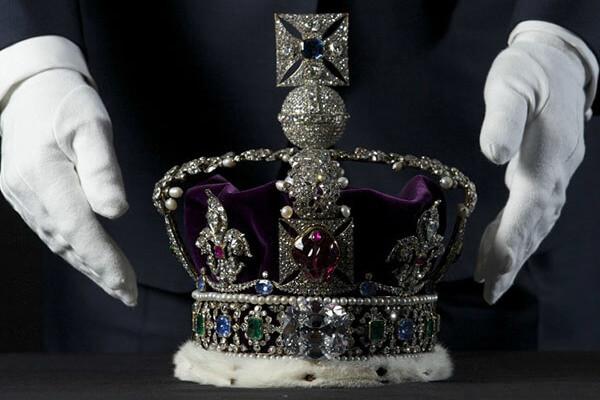 Origen e historia de la corona