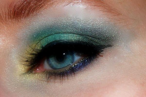 Origen de la sombra de ojos