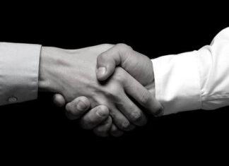 Por qué saludamos con la mano