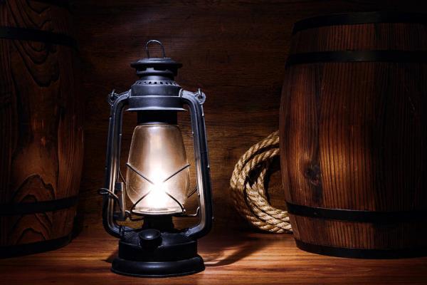 quién inventó lámpara petróleo