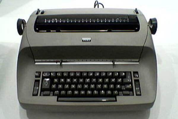 la primera máquina de escribir eléctrica