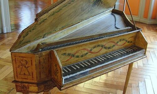 ¿Cuál es el antecesor del piano?