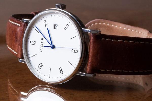 primer reloj de pulsera sin cuerda