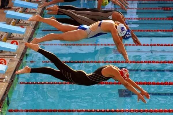 cómo se inicia una carrera de natación