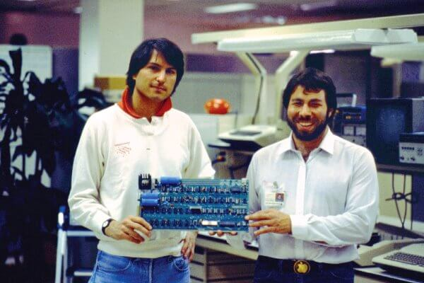 ¿Cuál es el origen de la empresa Apple?