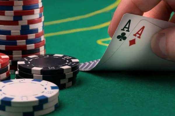 quién inventó el poker