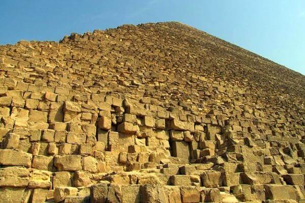 cómo se construían las pirámides