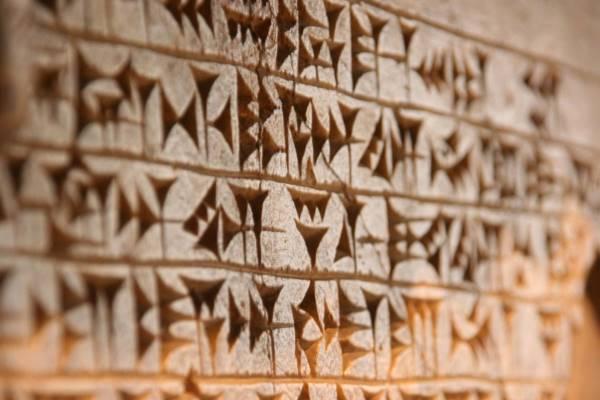 ¿Cuándo y quiénes inventaron la escritura alfabética?
