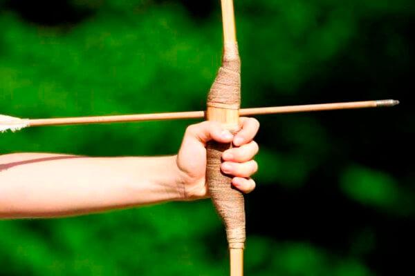 cuándo y quién inventó el arco y las flechas
