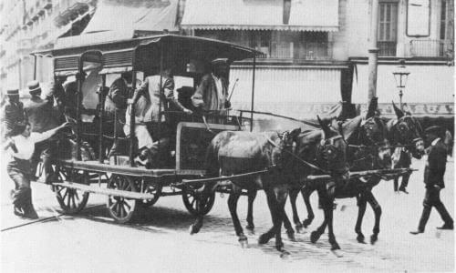 primer autobús tracción animal