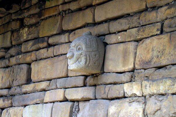 descripción monumento Chavín de Huántar