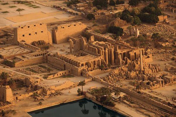 propiedades templo de karnak