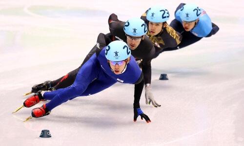 Carrera de patines sobre hielo