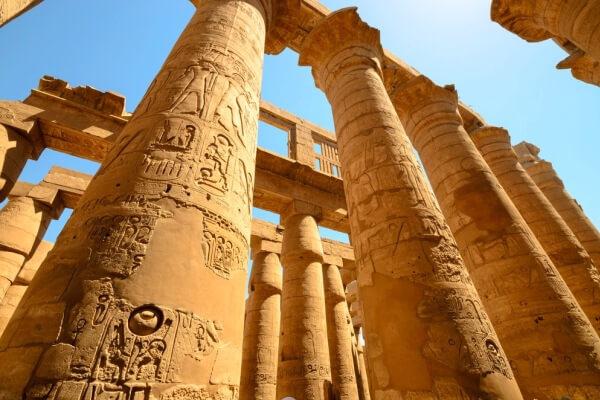características columnas templo karnak