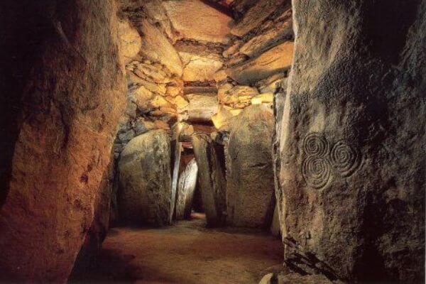 cuándo y quién construyó Newgrange