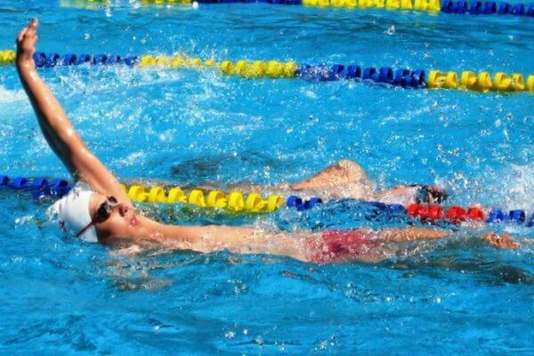 historia del estilo espalda natación