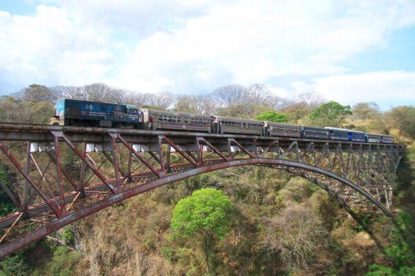historia de los puentes colgantes