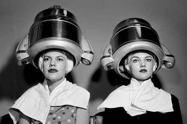 timeline historia del secador de pelo