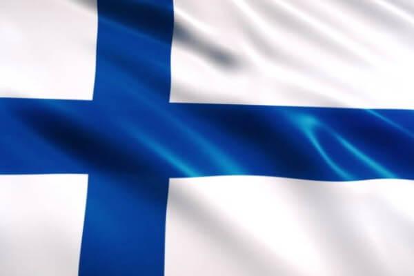 quién creó la bandera finlandesa