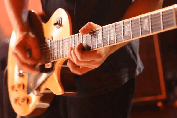 cuándo se creó la guitarra eléctrica