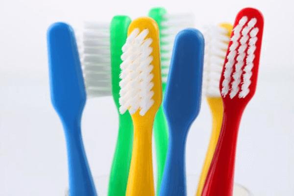 historia del cepillo de dientes