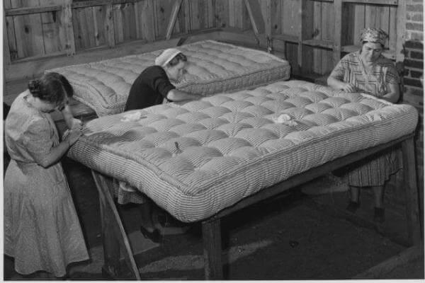 quién inventó el colchón de muelles