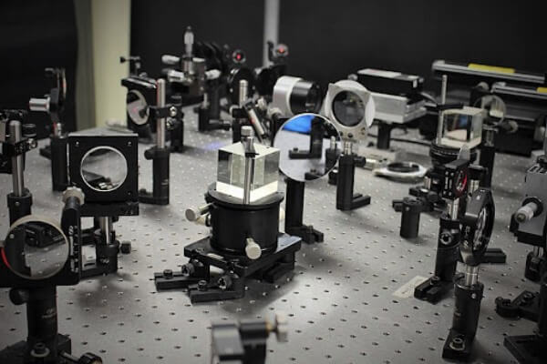 quién creó el espectroscopio