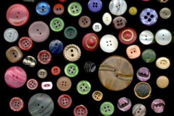 con qué se fabricaban los botones en la antigüedad