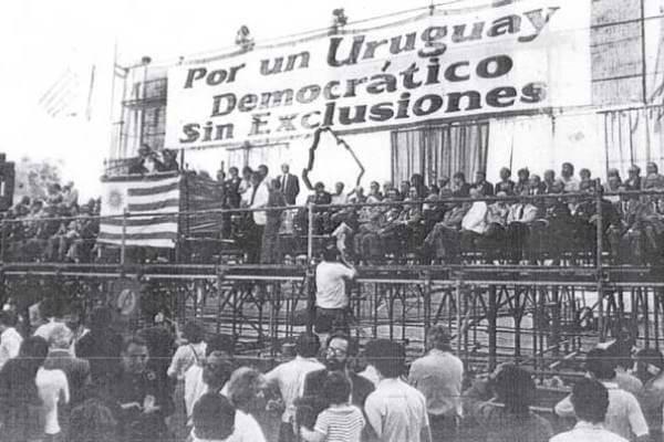historia democracia uruguay