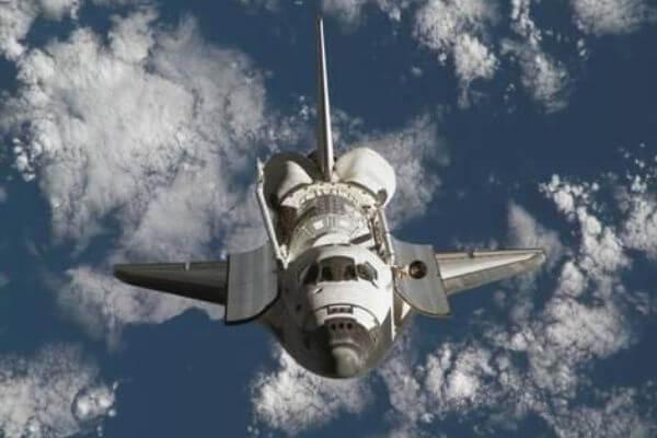 imágenes del transbordador espacial en el espacio