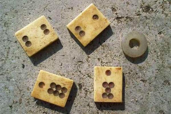 cuándo surgió el juego de dominó