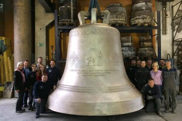 la primera campana de la historia