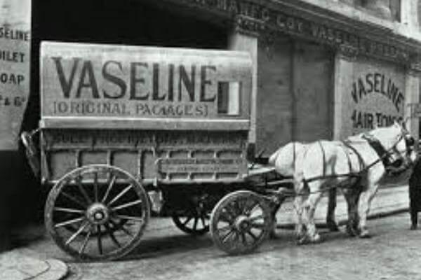 cuál es el origen de la vaselina