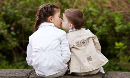 cuál es el origen del beso
