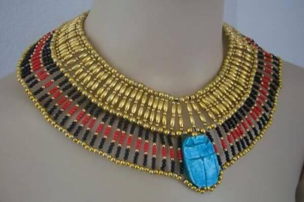 cuál es el origen del collar