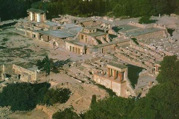 cuándo se construyó el palacio de Cnosos