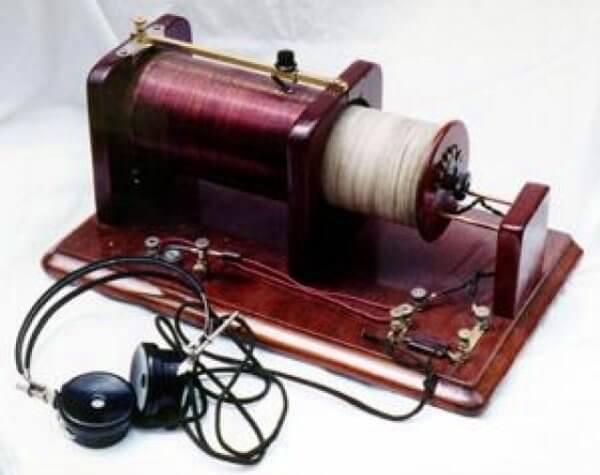 ¿Quién inventó la radio y en qué año resumen?