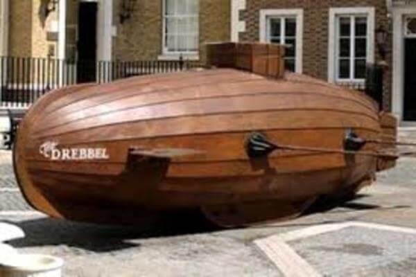 quién creó el submarino
