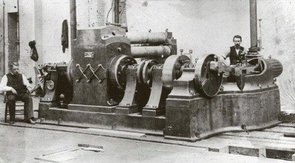 dónde se inventó la central eléctrica