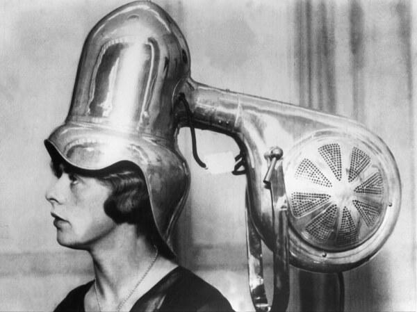 cuándo se inventó el secador de pelo