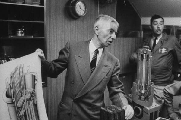 cuándo y dónde se inventó el submarino nuclear