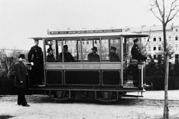 ¿Quién inventó el tranvía y en qué año?