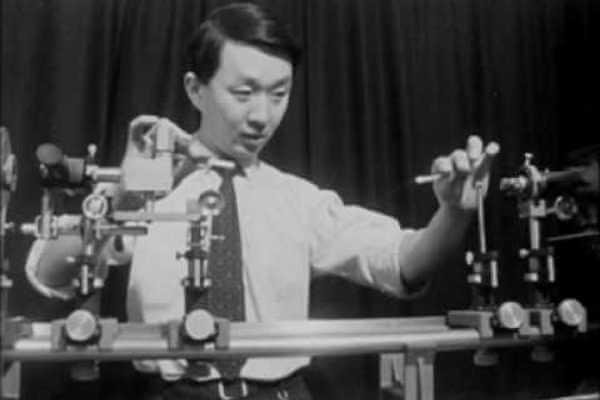 cuándo se inventó la fibra óptica