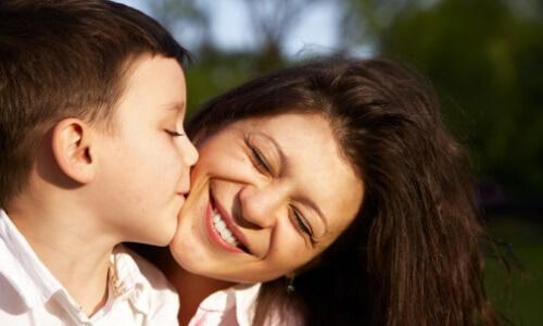qué significa besar