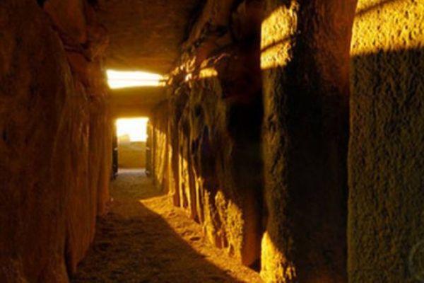 qué es la tumba de Newgrange